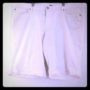 White GAP Bermuda shorts